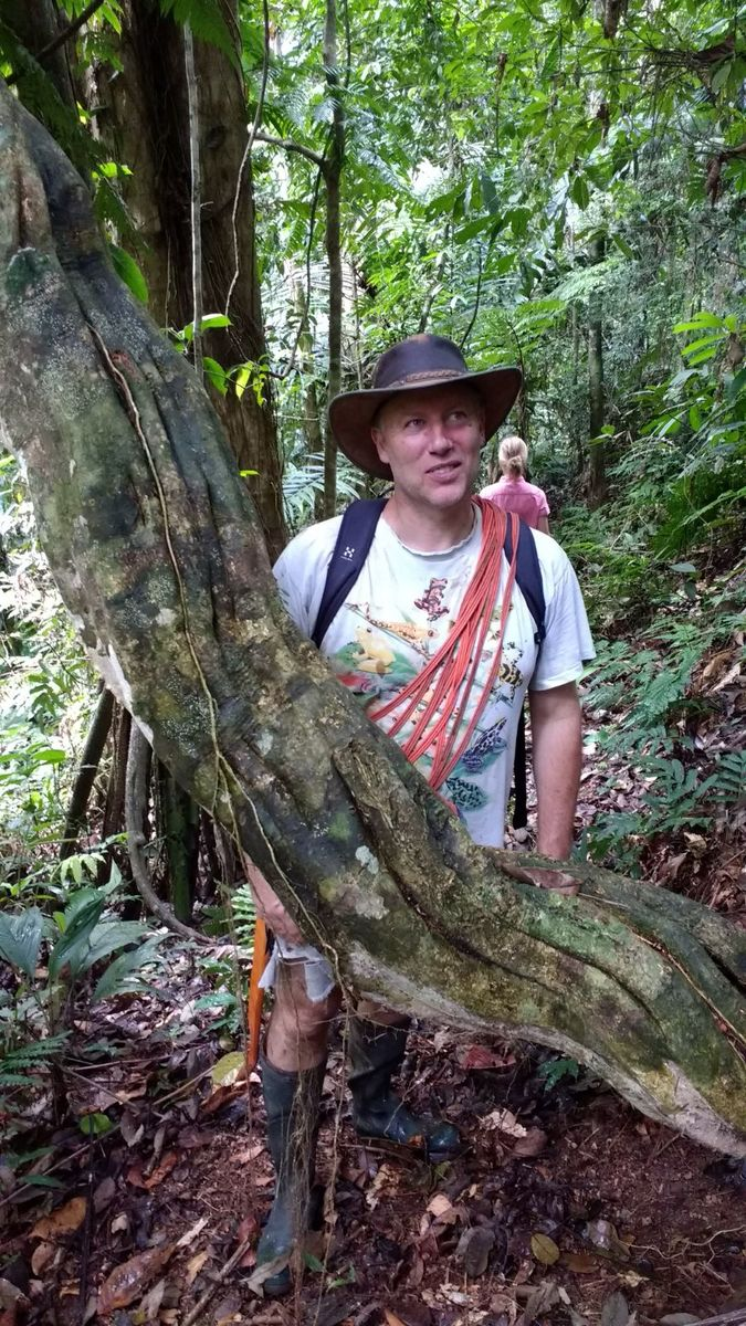 LBK i Junglen med hat etc.jpg